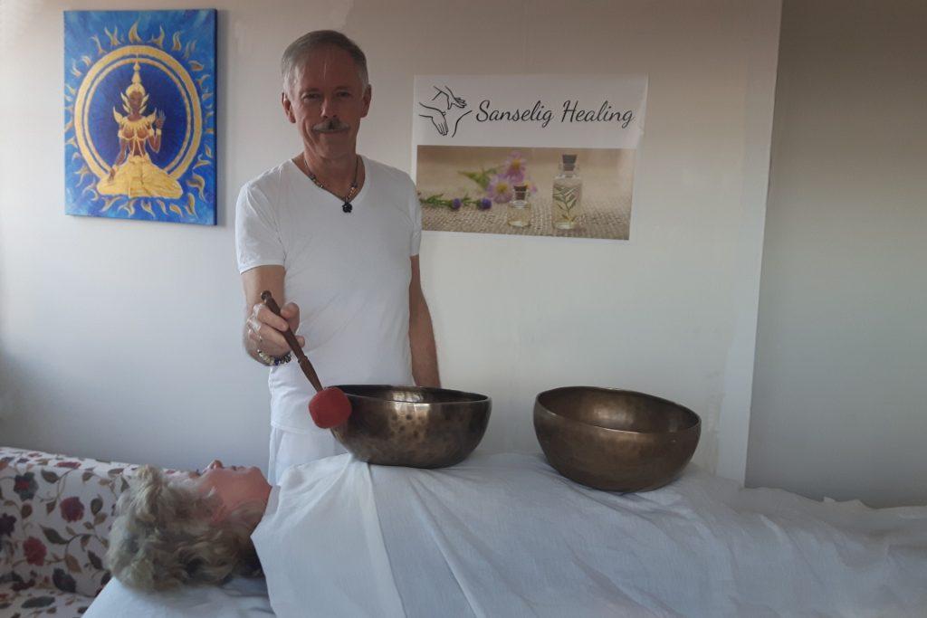 Nis Sørensen, Sanselig Healing giver healende  klangskålemassage